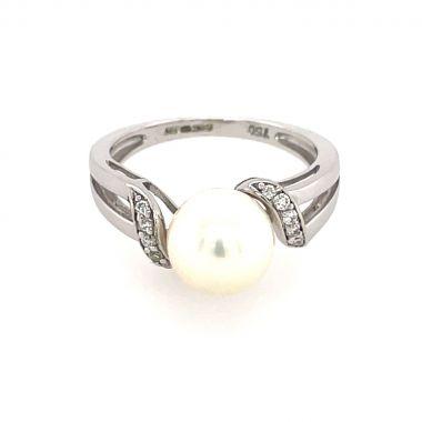 Pearl & Diamond 18ct Ring